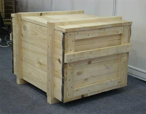 Конструкция может быть...  Деревянный ящик является выгодной альтернативой жесткой упаковки (обрешетки) .